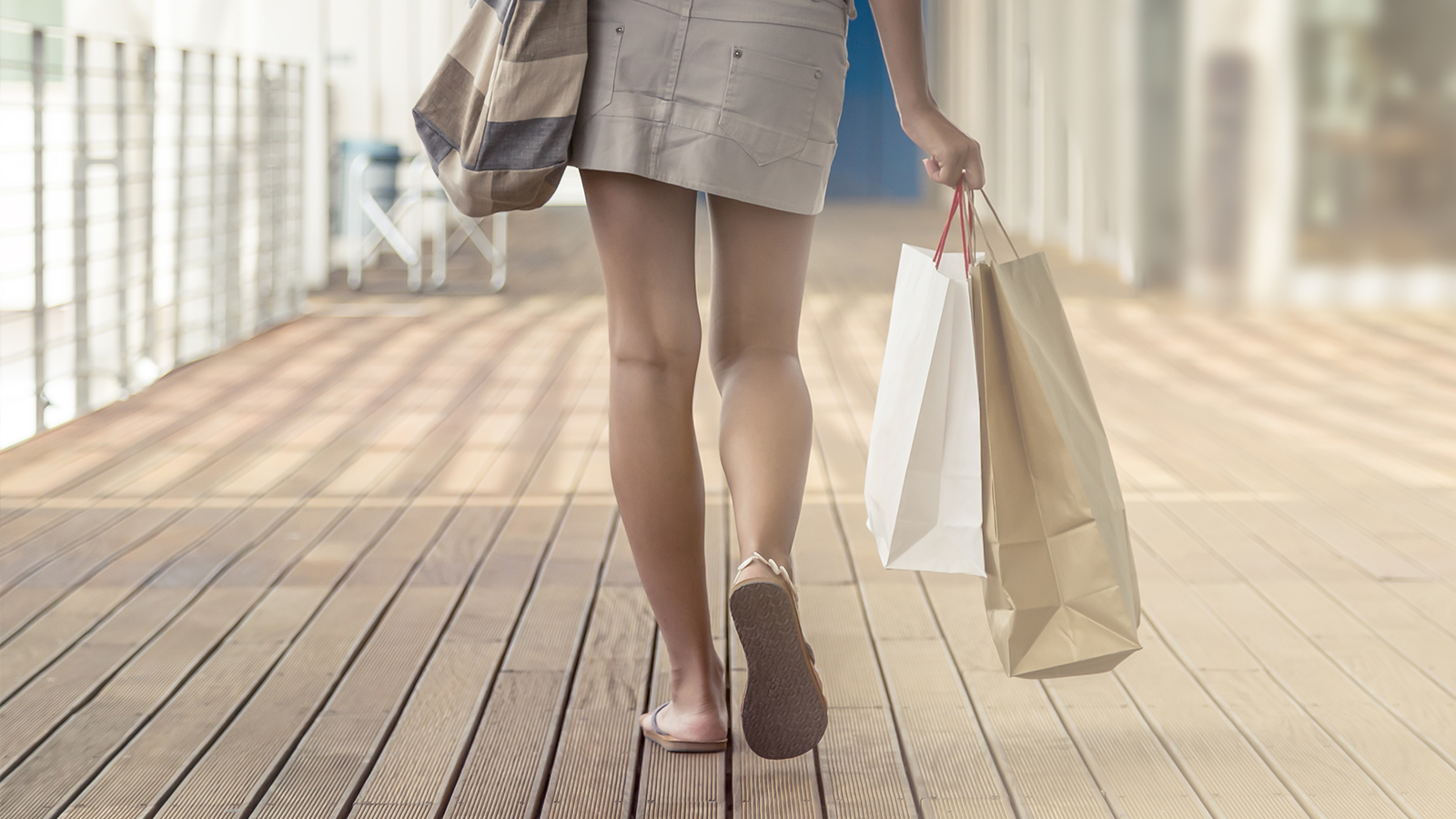 shopping-woman-walking-1600x900
